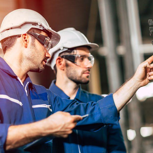 inginer - fabrica - mecanic
